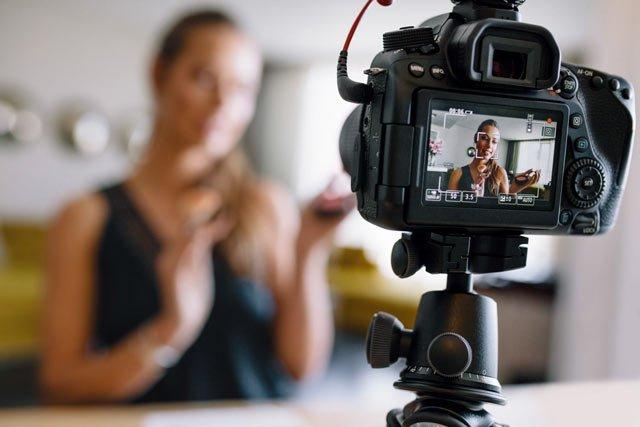 Vlog là gì? Làm vlog xu hướng kiếm tiền mới của giới trẻ
